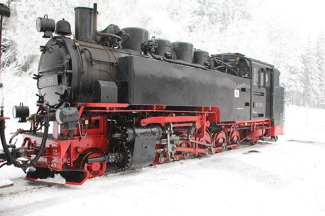 parní lokomotiva v zimě