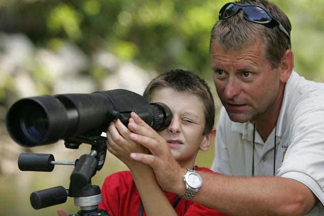 hoch s dalekohledem