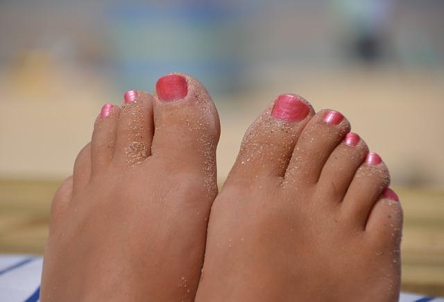 nalakované nohy