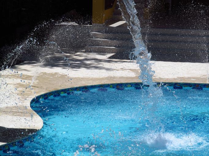 bazén s vodou.jpg