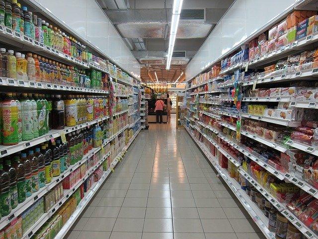 regály s potravinami v supermarketu.jpg