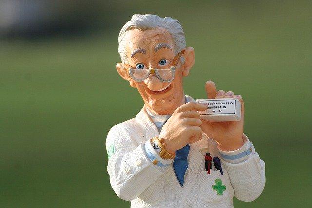 malý plastový panáček, doktor