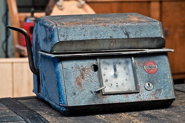 staré zásuvky pro vedení docházky zaměstnanců
